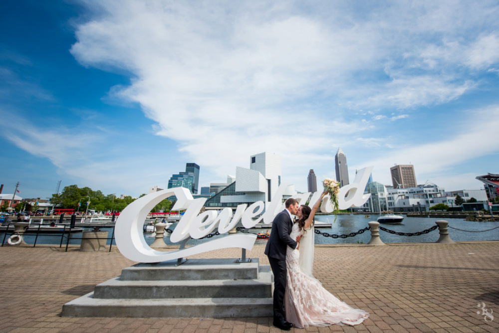 Summer Cleveland Wedding at Windows on the River | M + J